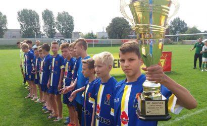 Młodzi zawodnicy Motoru Lublin na podium Nike Premier Cup